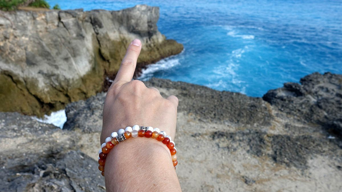 Candy White Howlite x Red Ice Agate Sfeer 1