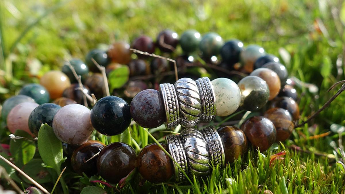 Indian Agate brown tiger eye bracelet set outside